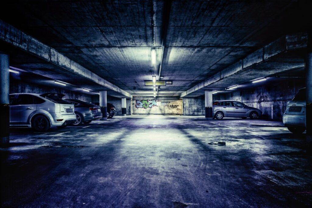 地下駐車場です